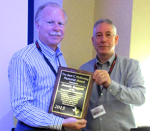 Donnis Baggett (left) of the Texas Press Association being awarded the 2015 Sam C. Holloway Award